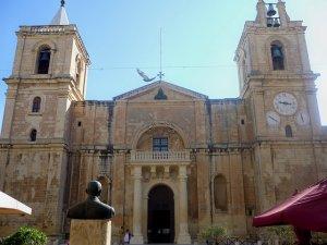 impressive buildings in Valletta